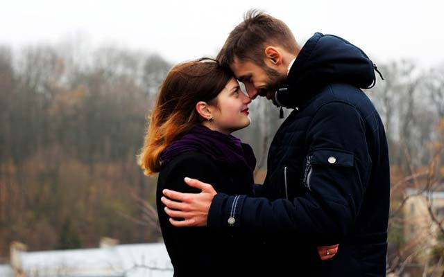 65 Latest Romantic Shayari For Husband And Wife In Hindi